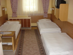 Kis-Duna Motel, Camping, Étterem