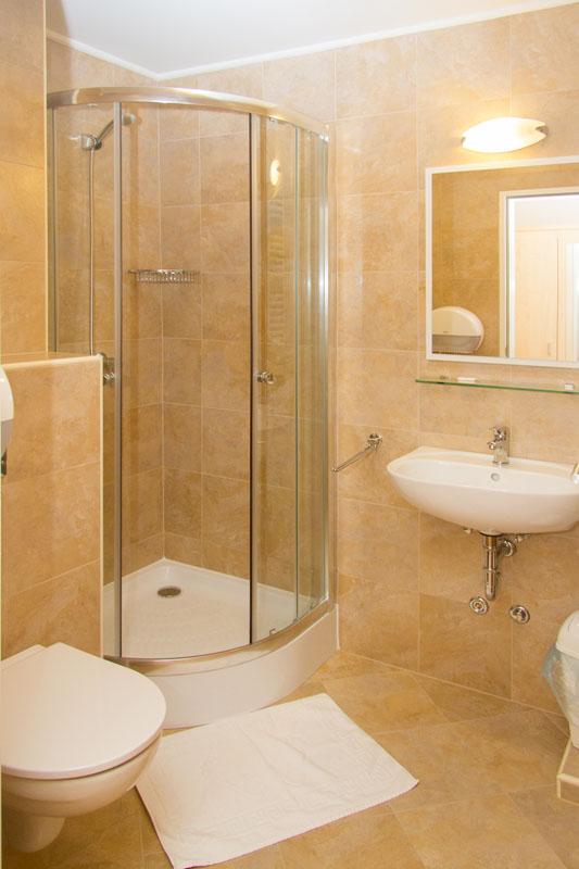 Hotel Nimród bathroom